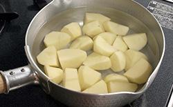 時間 じゃがいも 茹で ポテトサラダのじゃがいもの種類や茹で時間は?皮はどうする?|知っておきたい食のあれこれ!