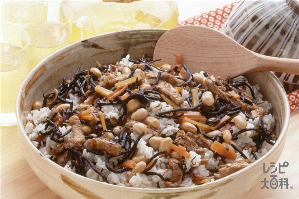 油揚げと大豆のひじきご飯