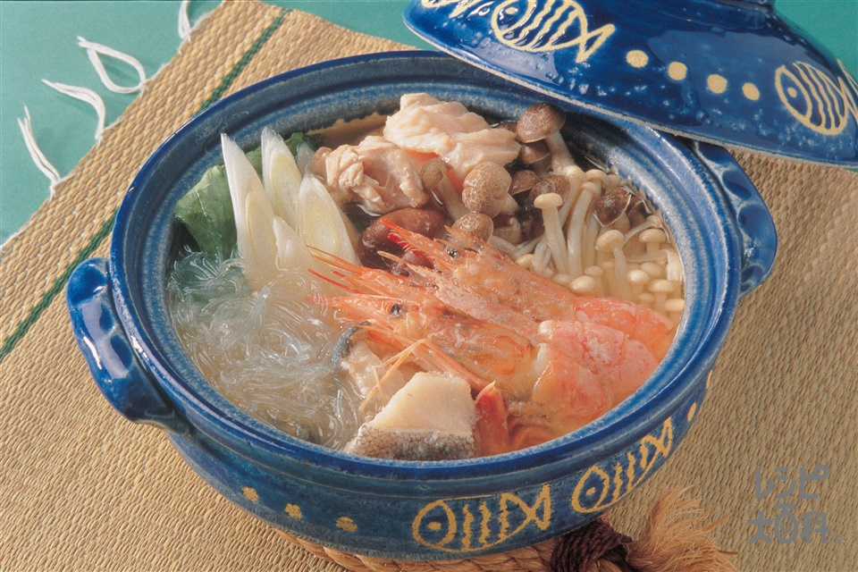 きのこと魚介の中国風鍋(鶏もも肉+たらを使ったレシピ)