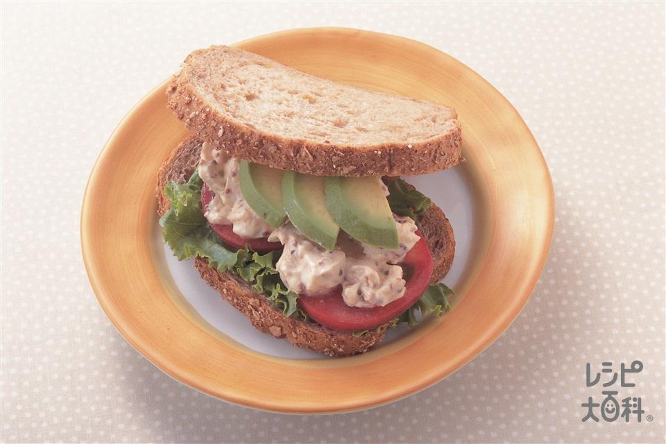 アボカドとチキンのサンドイッチ(薄切りパン+鶏むね肉(皮なし)を使ったレシピ)