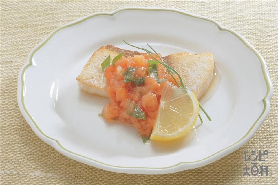 白身魚のソテー、フレッシュサルサソースかけ(かじき+トマトを使ったレシピ)