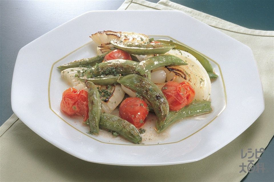 春野菜のグリルサラダ(スナップえんどう+玉ねぎを使ったレシピ)