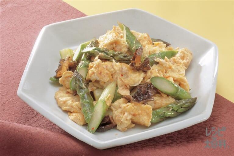 マヨネーズ入りいり卵とグリーンアスパラのサッと炒め