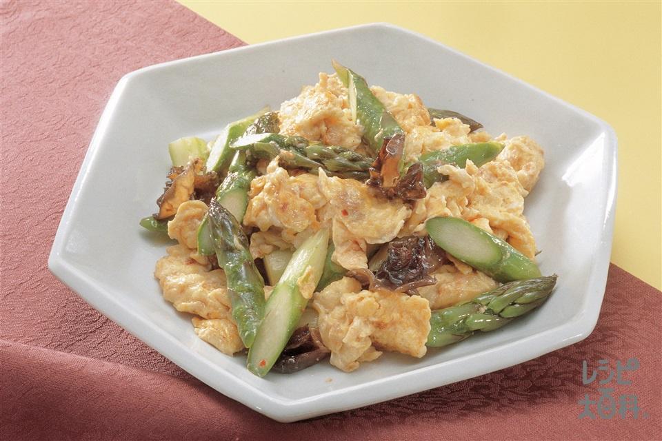 マヨネーズ入りいり卵とグリーンアスパラのサッと炒め(卵+きくらげを使ったレシピ)