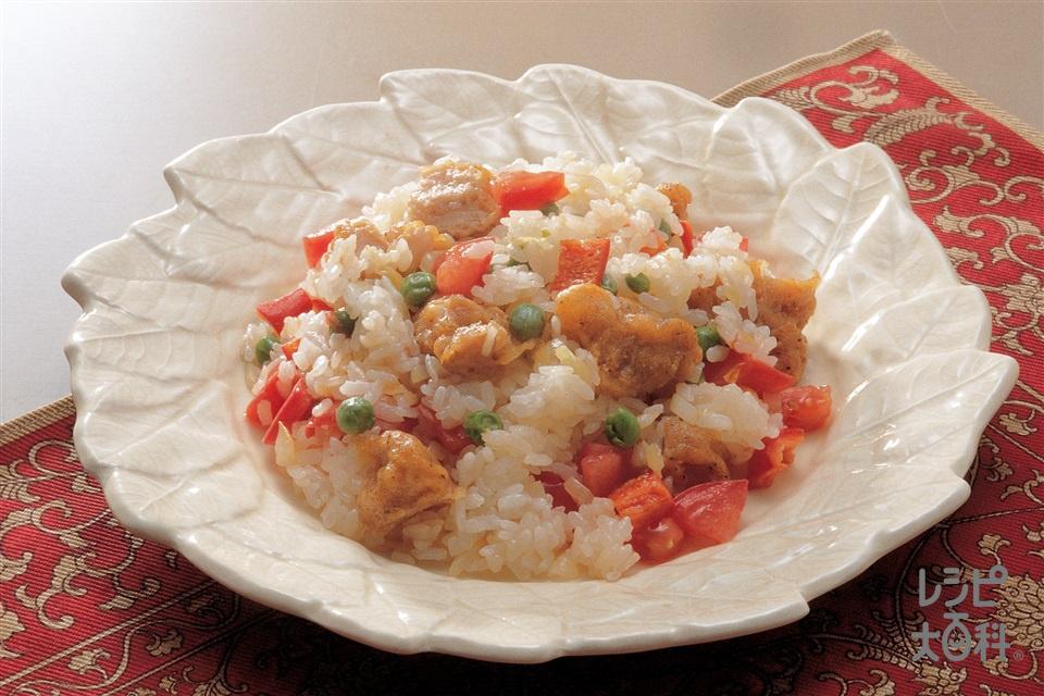 鶏のから揚げチャーハン(味の素冷凍食品KK「やわらか若鶏から揚げ」+玉ねぎのみじん切りを使ったレシピ)