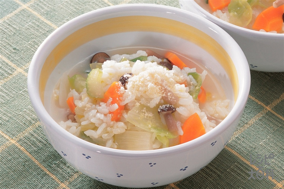 野菜いっぱいリゾット(キャベツ+ご飯を使ったレシピ)