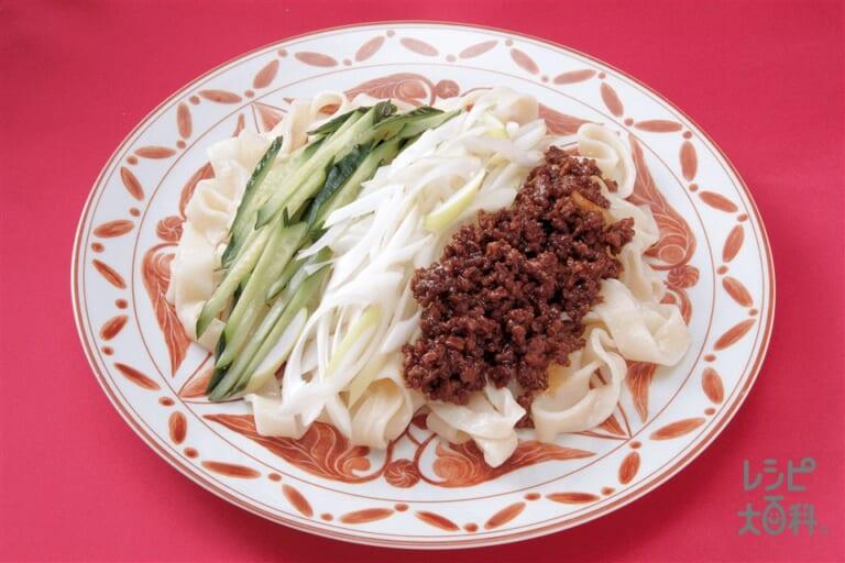 幅広うどんのジャージャー麺