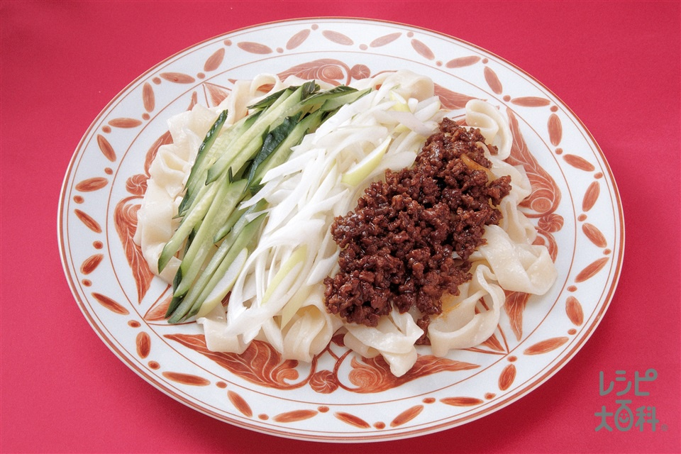 幅広うどんのジャージャー麺(ゆでうどん+豚ひき肉を使ったレシピ)