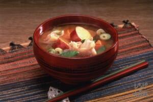 野菜たっぷりさつま汁(鶏もも肉+白菜を使ったレシピ)
