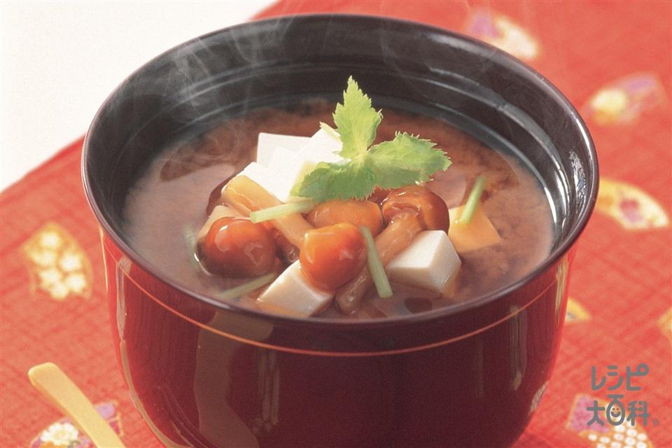 豆腐となめこのみそ汁(絹ごし豆腐+なめこを使ったレシピ)