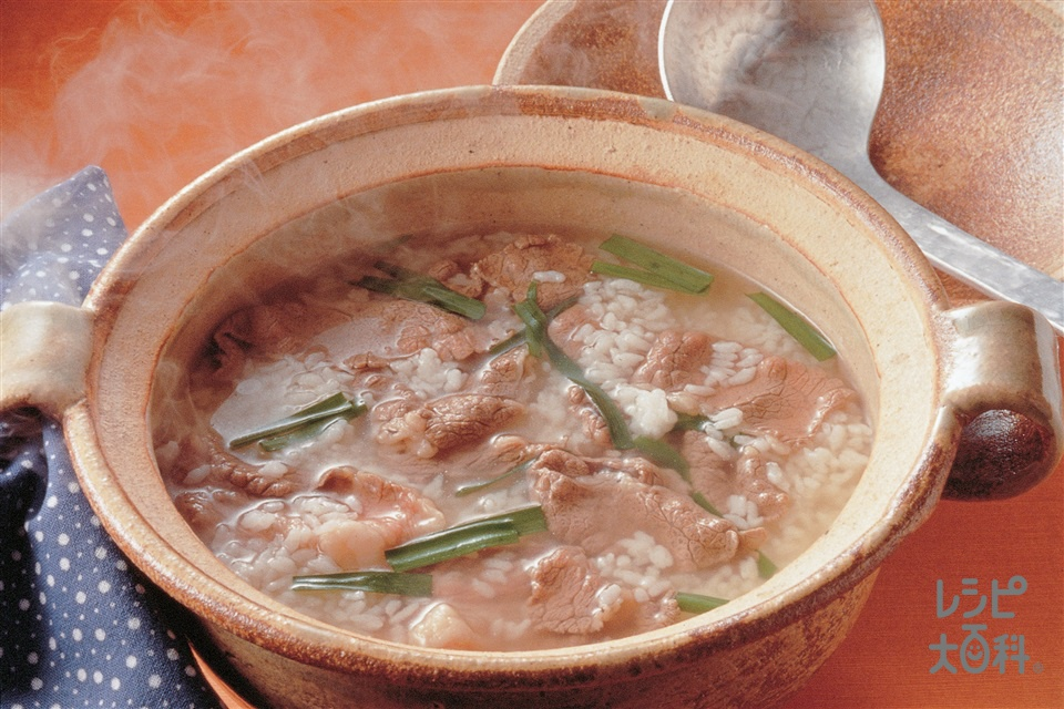 牛肉とにらの雑炊(冷やご飯+牛もも薄切り肉を使ったレシピ)