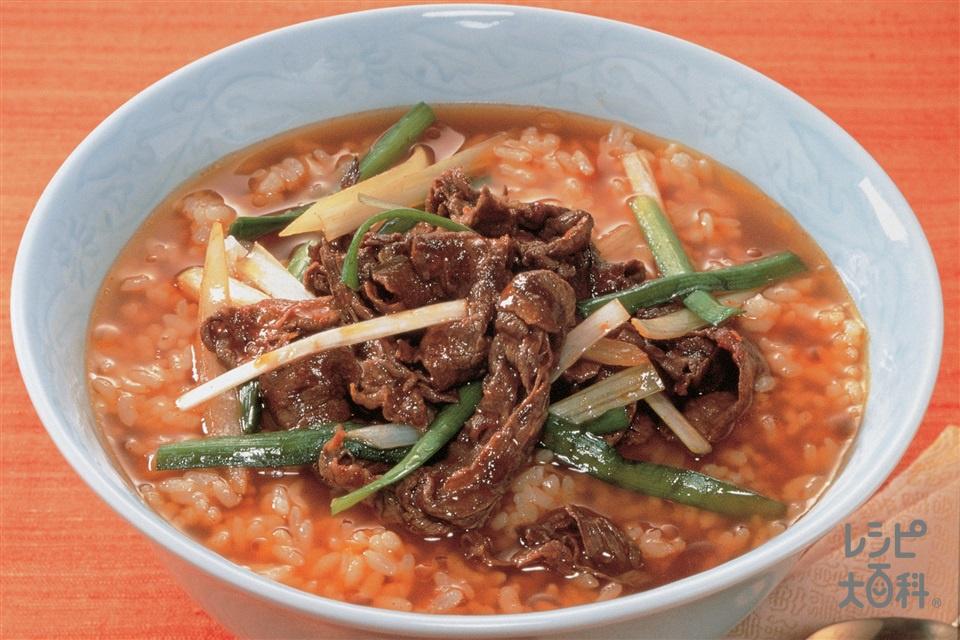 ピリ辛クッパ(温かいご飯+牛もも薄切り肉を使ったレシピ)