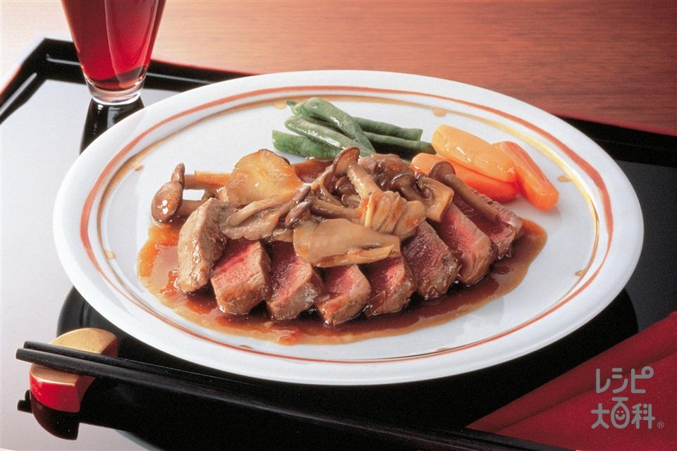 和牛ときのこのべに花油ソテー(牛ヒレ肉+玉ねぎを使ったレシピ)