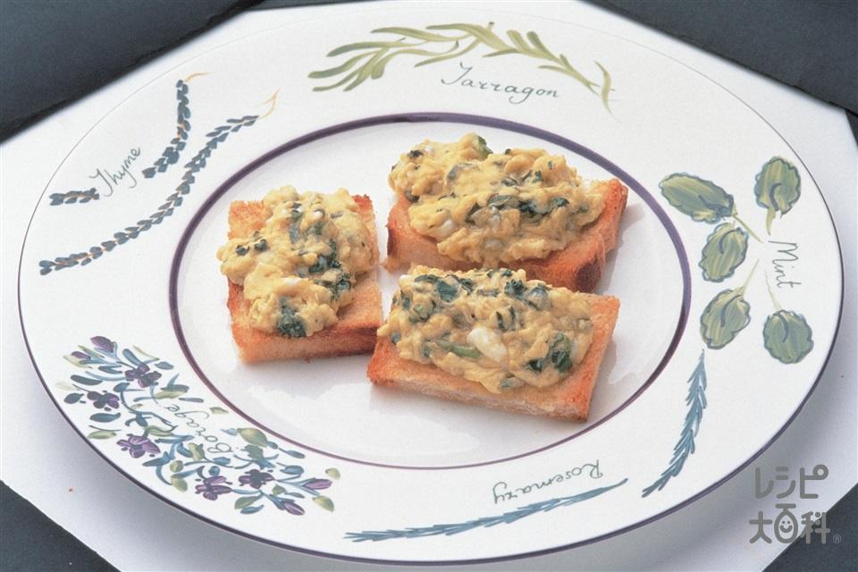 ハーブのオイル漬け入りスクランブルエッグ(卵+食パンを使ったレシピ)