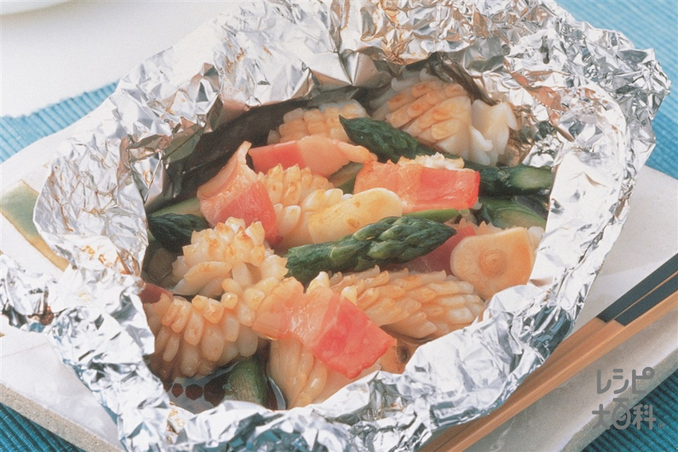 グリーンアスパラといかのホイル焼き(グリーンアスパラガス+いか(胴)を使ったレシピ)