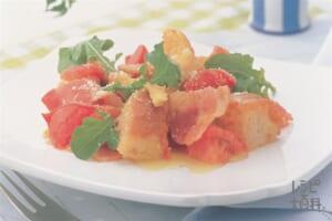 フランスパンとトマト・ベーコン・卵のオリーブオイル炒め