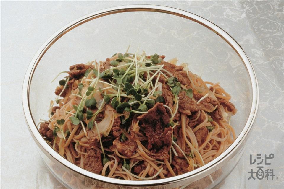 牛肉とそばのサラダ仕立て(牛もも赤身薄切り肉+干しそばを使ったレシピ)