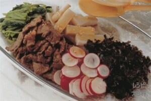 牛肉とくずもちのあえもの(牛もも薄切り肉+くずもちを使ったレシピ)