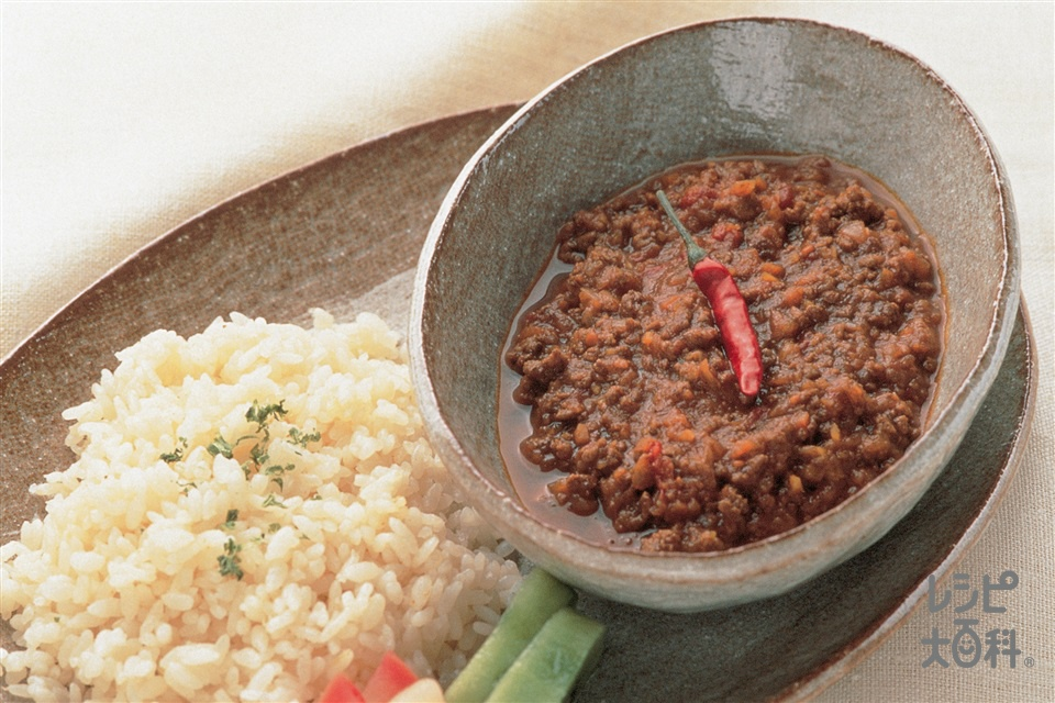 たっぷり野菜とひき肉のピリ辛カレー(牛ひき肉+玉ねぎを使ったレシピ)