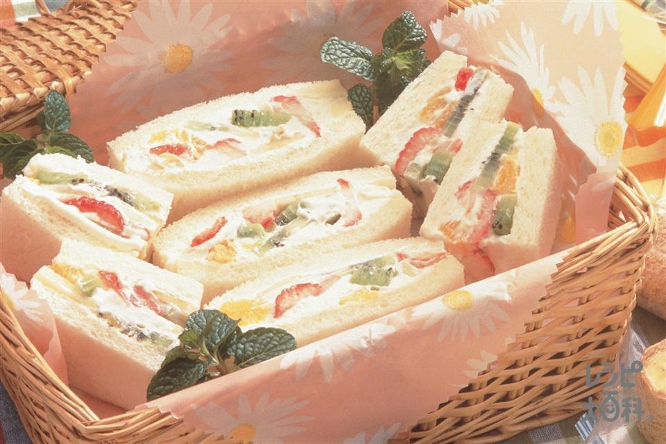 ローカロリーフルーツサンド(サンドイッチ用食パン+いちごを使ったレシピ)