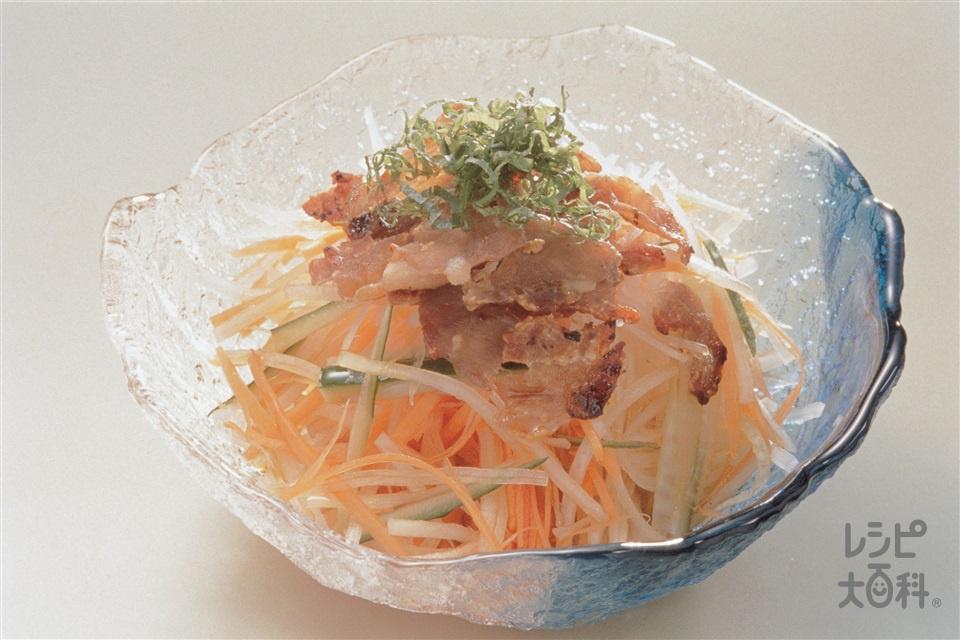 カリカリ豚肉のサラダ 和風ドレッシング(大根+きゅうりを使ったレシピ)