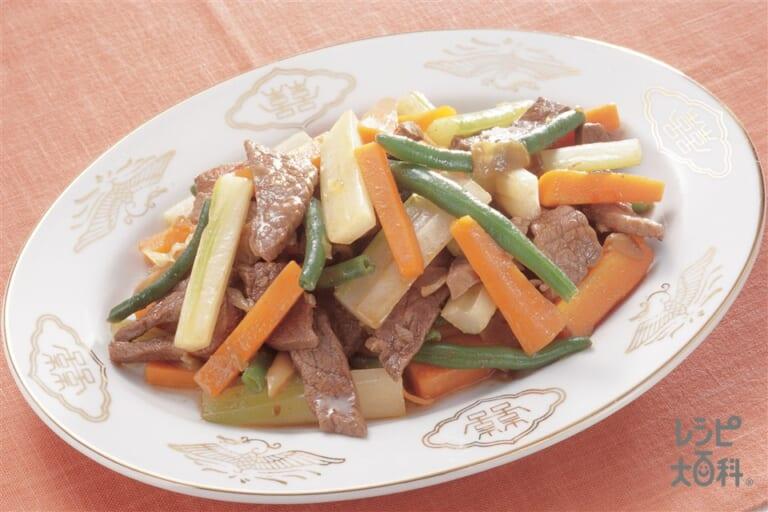 牛肉・セロリ・にんじんの拍子木炒め