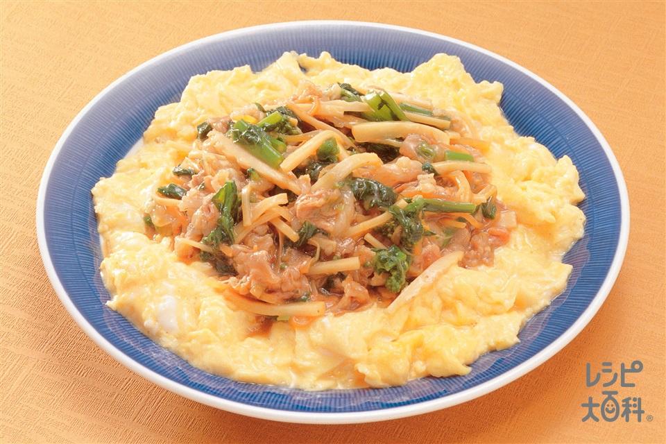 ふわふわ卵の辛味肉ソースかけ(卵+牛もも薄切り肉を使ったレシピ)