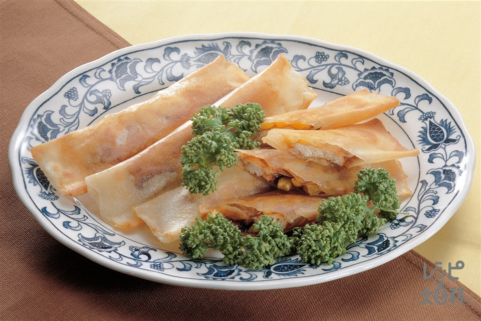 チキンとコーンの春巻(鶏むね肉+春巻の皮を使ったレシピ)