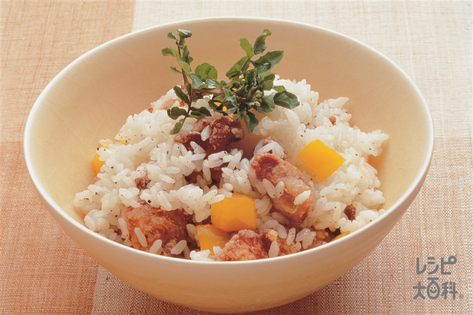 鶏から揚げ入り小丼(鶏もも肉+パプリカ(黄)を使ったレシピ)
