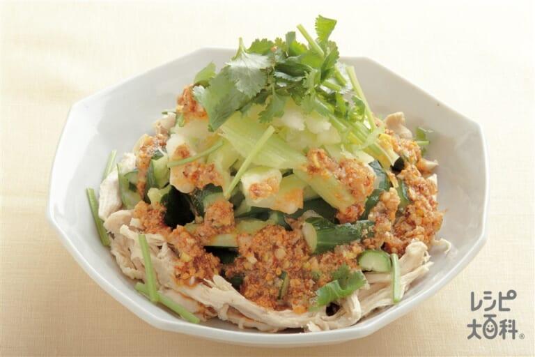 蒸し鶏とたたき野菜の中国風サラダ