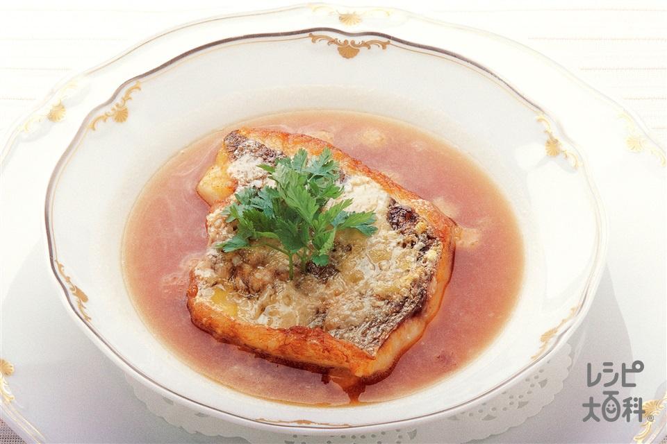 白身魚のムニエル オニオンスープ仕立て(白身魚+溶けるチーズを使ったレシピ)