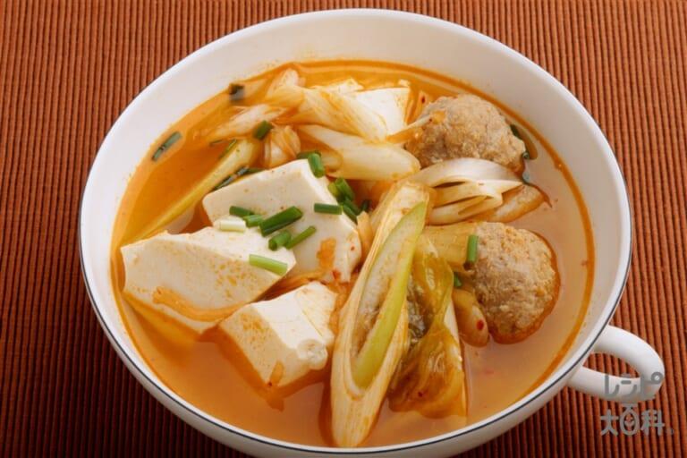 マヨネーズ味の簡単肉だんごと豆腐のキムチ鍋