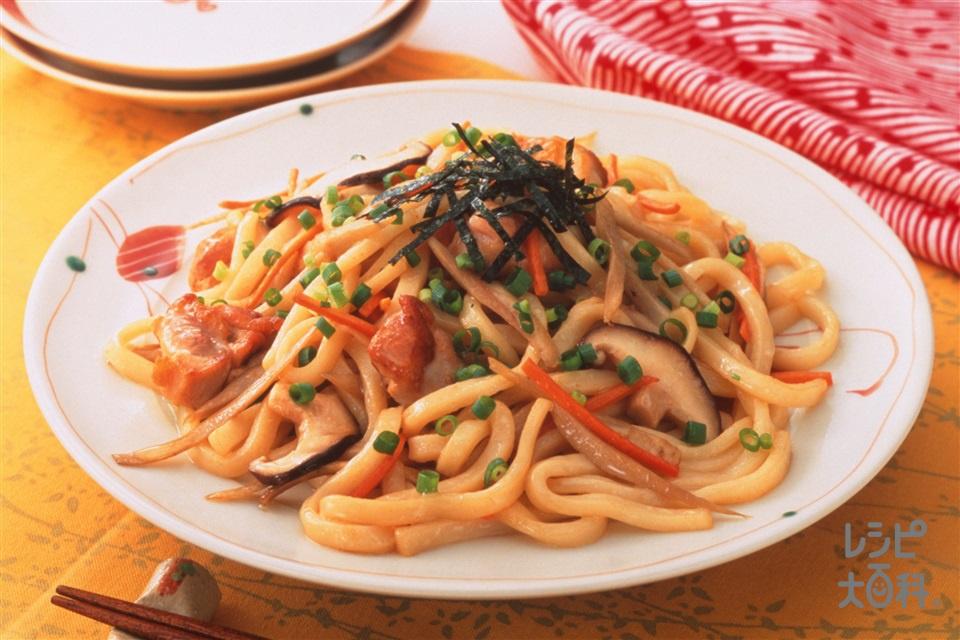 ごぼうと鶏肉の焼きうどん(ゆでうどん+鶏もも肉を使ったレシピ)