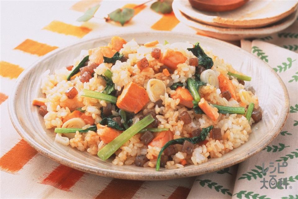 さけとこんにゃくの炒めご飯(こんにゃく+ご飯を使ったレシピ)
