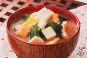 木綿豆腐とわかめ・油揚げのみそ汁