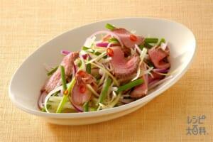 ローストビーフの辛いサラダ(ローストビーフ+紫玉ねぎを使ったレシピ)