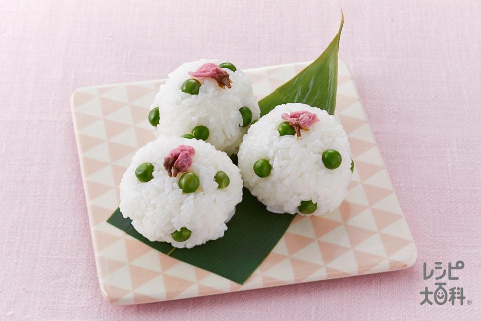 桜とグリンピースの手まりご飯(米を使ったレシピ)