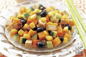 焼き豚と角切り野菜の中国風サラダ