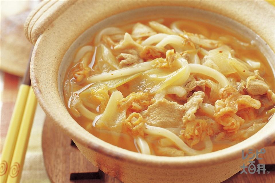 豚キムチの煮込みうどん(ゆでうどん+豚もも薄切り肉を使ったレシピ)