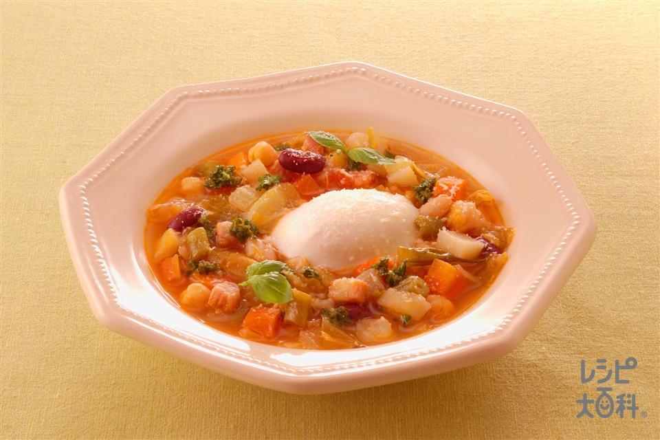 温泉卵入りミネストローネスープ(キャベツ+温泉卵を使ったレシピ)