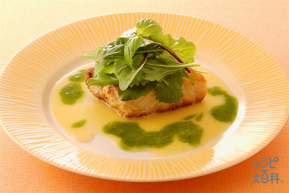 白身魚のソテー 2色ソース添え(白身魚(すずき など)+バジルの葉を使ったレシピ)
