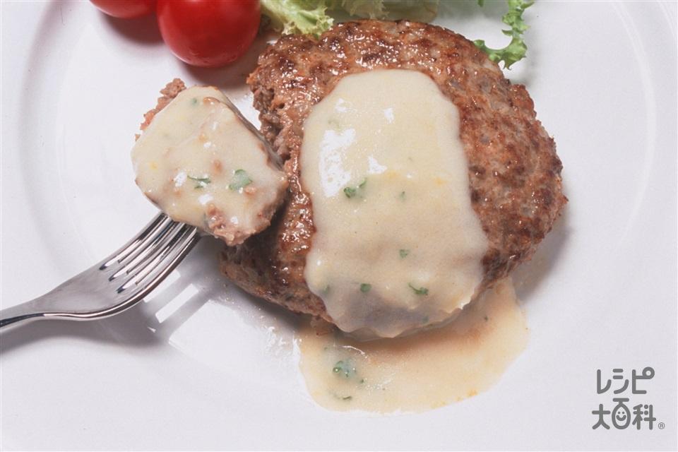 ハンバーグステーキ コーンクリームソース(合いびき肉+玉ねぎを使ったレシピ)