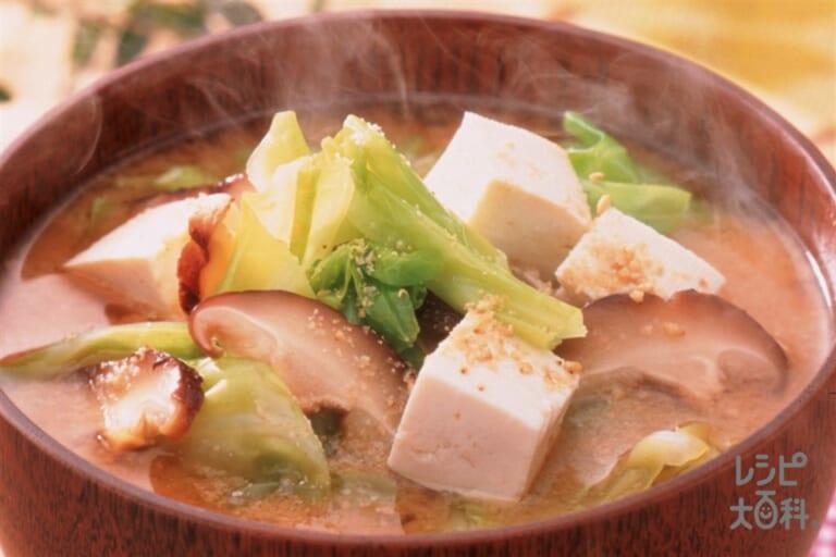 キャベツと干ししいたけ・豆腐のみそ汁