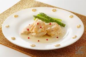 チキンの白ワイン蒸し クリームソースかけ(鶏むね肉+生クリームを使ったレシピ)