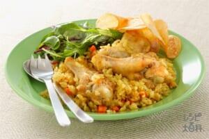 鶏手羽の炊き込みピラフ・サラダ添え