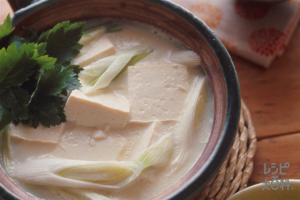 豆腐とねぎの豆乳鍋(絹ごし豆腐+ねぎを使ったレシピ)