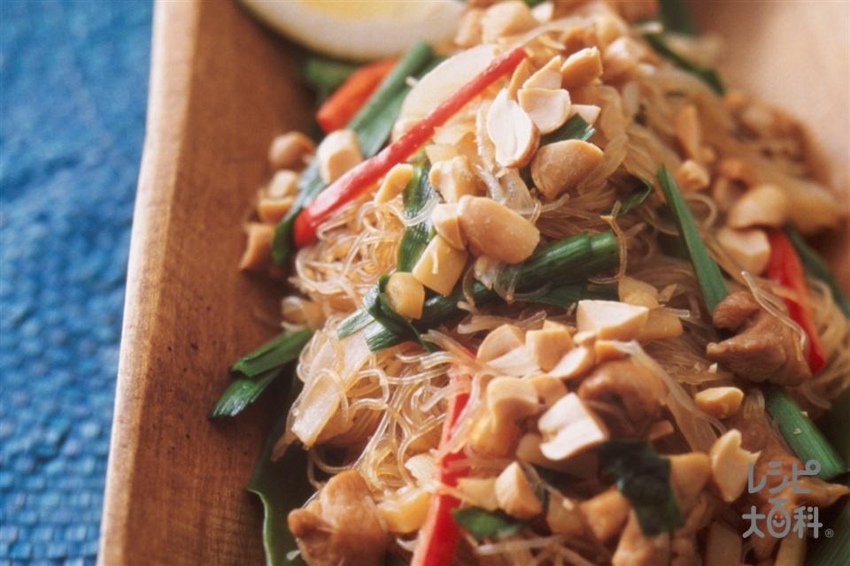 タイ風焼きビーフン(ビーフン+鶏もも肉を使ったレシピ)