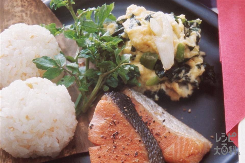 さけ&炒り卵ご飯(塩ざけ+ご飯を使ったレシピ)