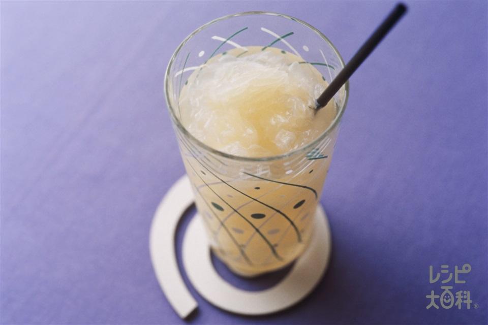 グレープフルーツのサワードリンク(グレープフルーツ+A「スリムアップシュガー はちみつシロップ」を使ったレシピ)