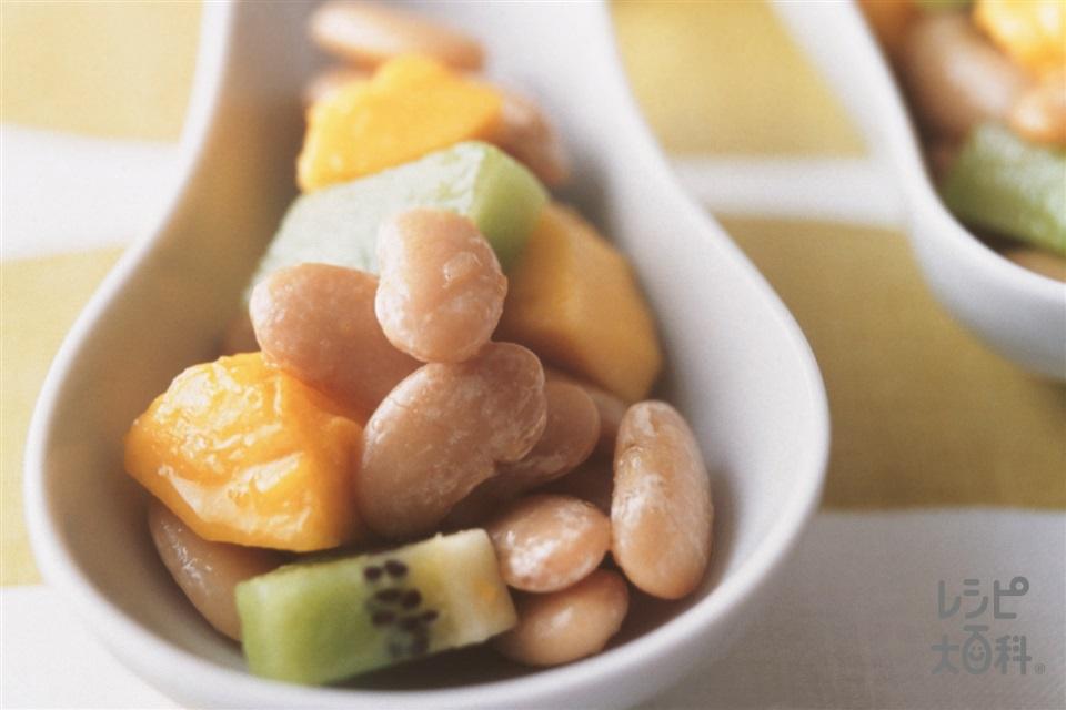 キウイとパパイヤと豆のサラダ